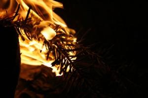 Ein kurzer Moment der Unachtsamkeit und schon wird aus der kleinen Flamme ein Feuer.